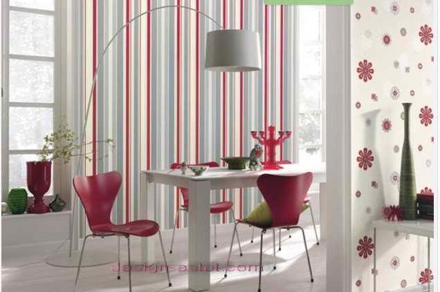 Дизайн оклейки стен кухни обоями в полоску