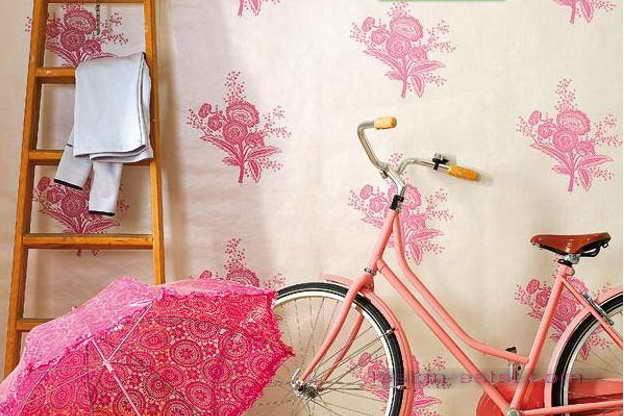Дизайн оклейки стен прихожей обоями с флористическим рисунком