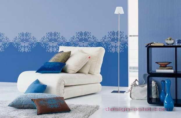 Дизайн оклейки стен гостиной обоями сине-голубого цвета