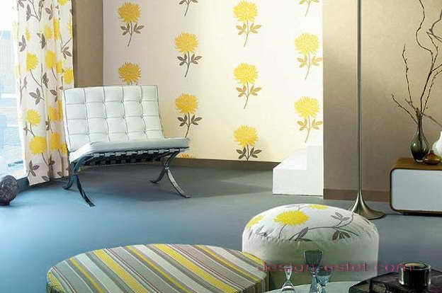 Дизайн оклейки стен гостиной обоями с цветочным рисунком