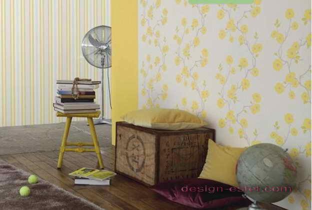Дизайн оклейки стен гостиной обоями в белом и желтом цветах