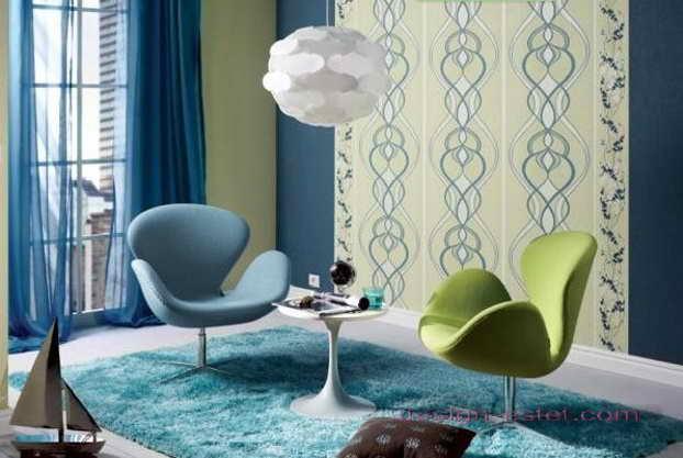 Дизайн оклейки стен гостиной обоями в голубом и зеленом цвете