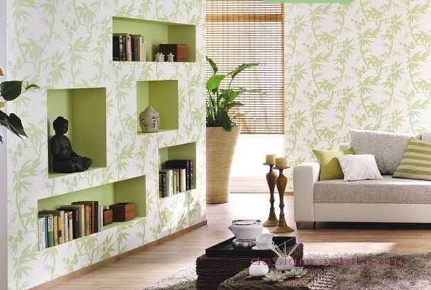 Дизайн оклейки стен гостиной обоями в бело-зеленом цвете