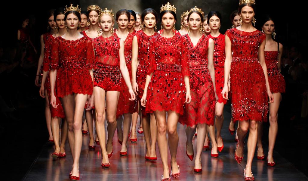 Коллекция дома моды Дольче Габбана для создания фэшн иллюстраций девушки в красном