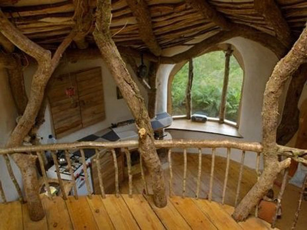 Дом хоббита внутри в Уэльсе, Великобритания