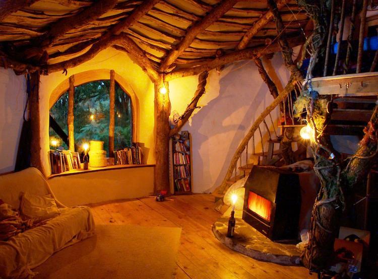 Дом хоббита изнутри в Уэльсе, Великобритания
