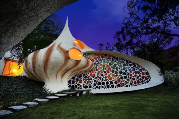Бионическая архитектура частного дома ракушки в Мексике