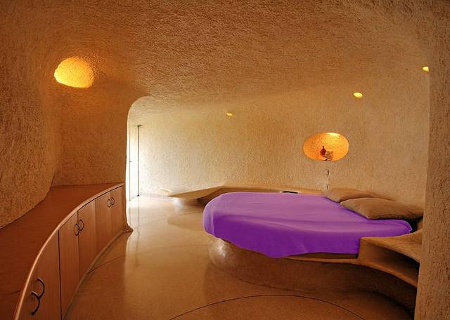Биодизайн спальни в доме ракушке в Мехико