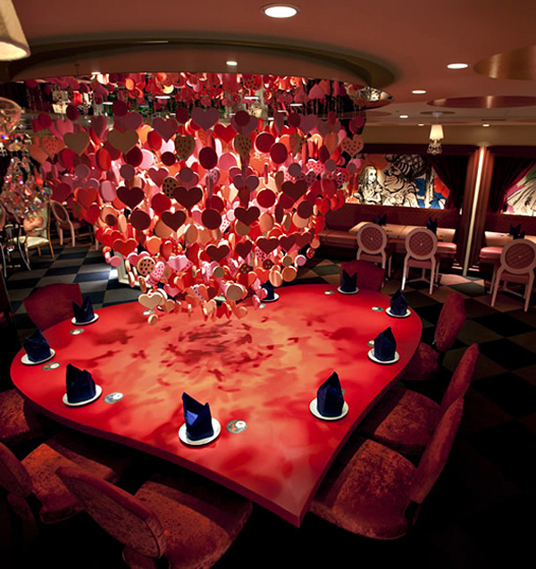 Дизайн интерьера ресторана в стиле книги Алиса в стране чудес