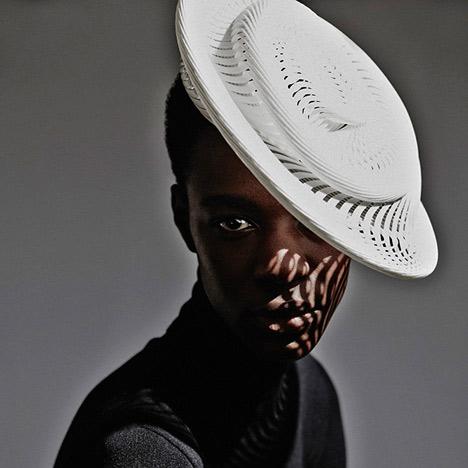 Модная женская шляпка таблетка для свадьбы