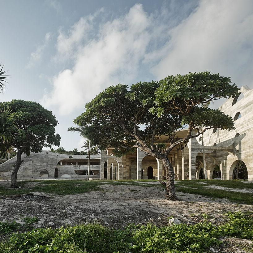 Необычная архитектура отеля в этно-стиле