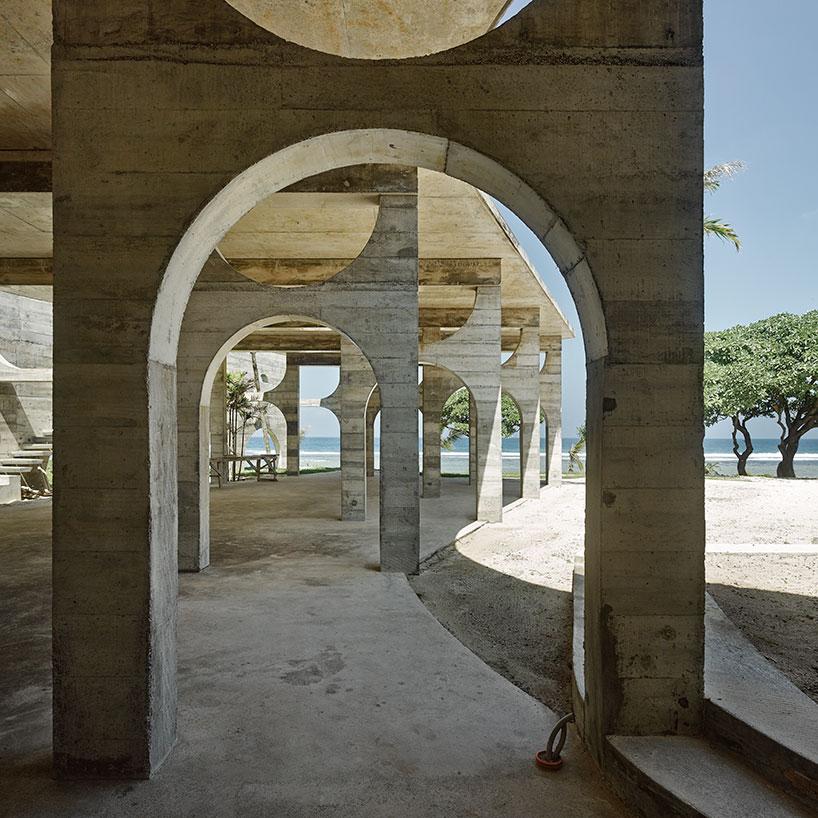 Арочные конструкции в дизайне отеля на островах