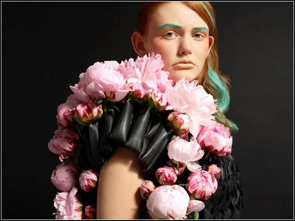 Фото необычного платья из живых цветов