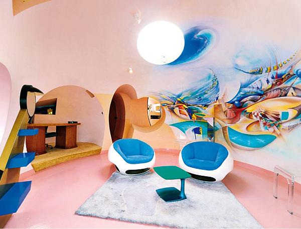 Дизайн диванов и кресел пузырчатого дома Пьера Кардена во Франции