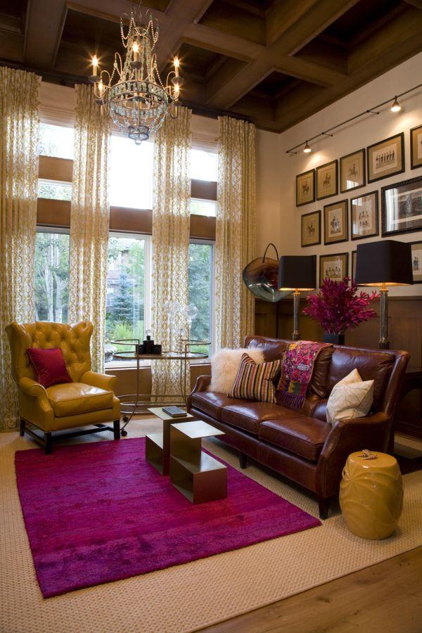 Сочетание желтого и коричневого цветов с розовым цветом в интерьере