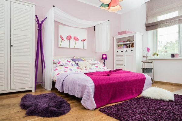 Сочетание белого и фиолетового с розовым цветом в интерьере