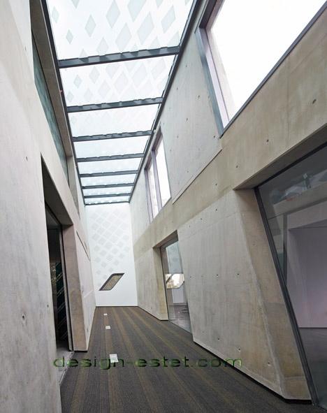 Реализованный проект Захи Хадид - потолочные плафоны института в Ливане