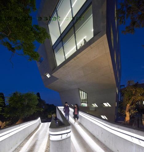 Реализованный проект Захи Хадид - деконструктивизм в архитектуре