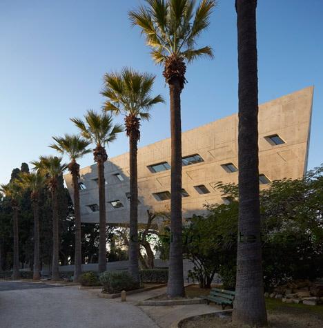 Реализованный проект Захи Хадид - общий вид здания ИФИ