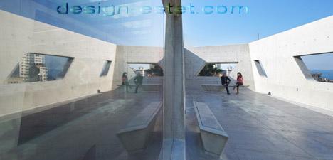 Реализованный проект Захи Хадид - терраса на крыше института