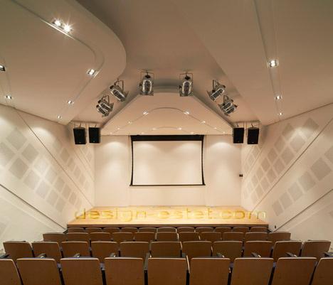 Реализованный проект Захи Хадид - актовый зал в институте