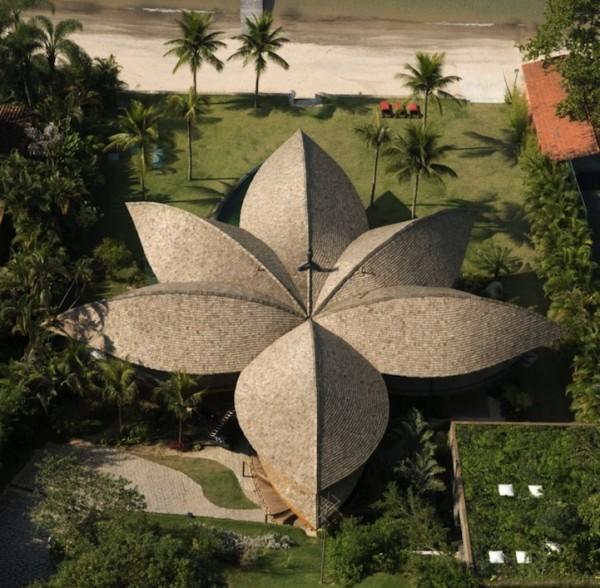 Креативная органическая архитектура частного дома в эко-стиле в Бразилии