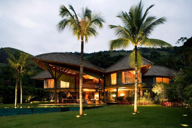 Органическая архитектура частного дома в эко-стиле