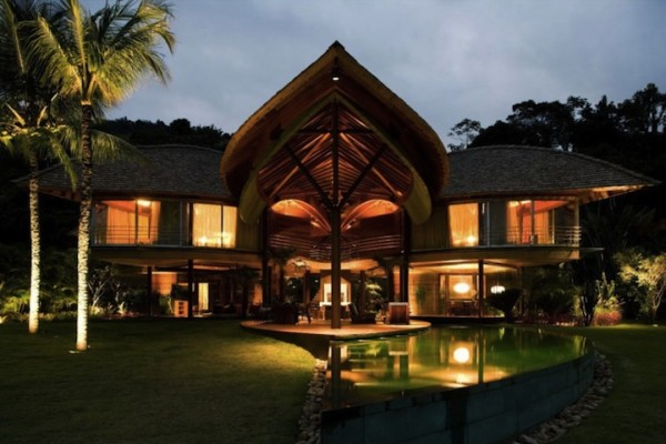 Дизайн водоемов около частного дома в эко-стиле