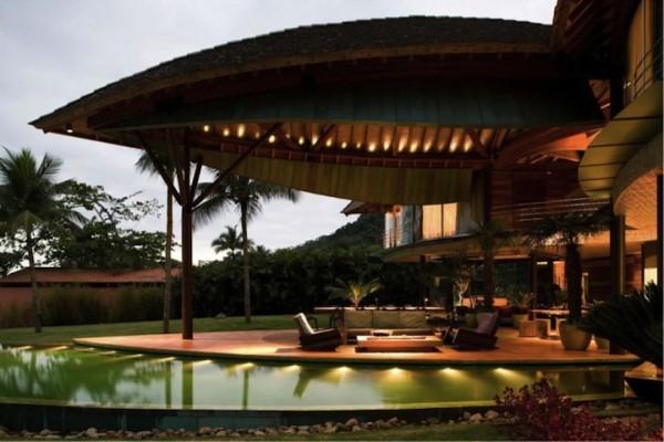 Ландшафтный дизайн около частного дома в эко-стиле