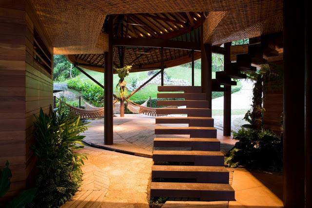 Лестницы в дизайне частного дома в эко-стиле
