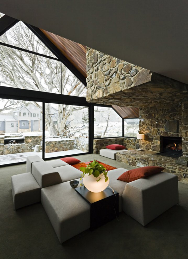 Дизайн интерьера гостиной дома в стиле хай-тек