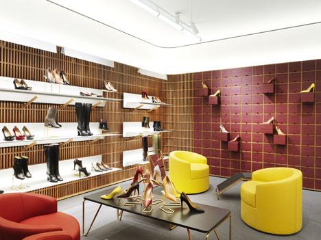 Кожаные кресла и мягкая мебель в дизайне интерьера бутика
