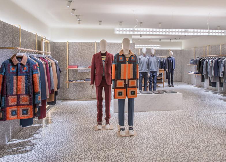 Дизайн потолков в интерьере магазина одежды