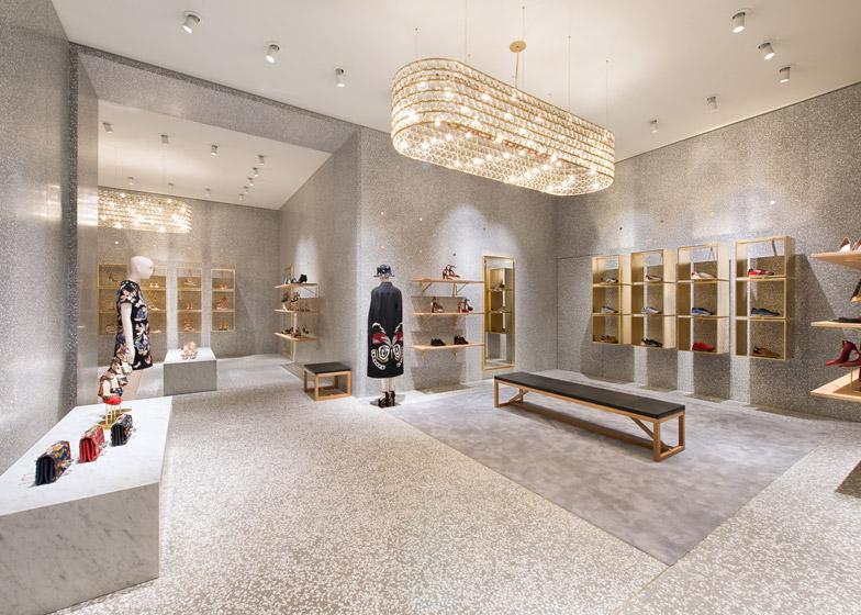 Дизайн осветительных приборов в интерьере магазина одежды