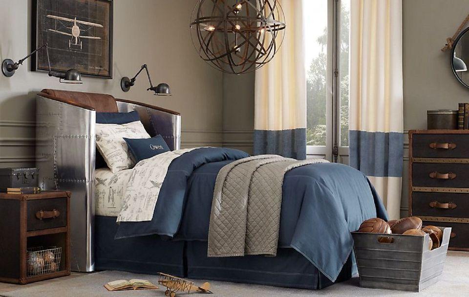 Дизайн интерьера спальни в голубом тоне в стиле стимпанк