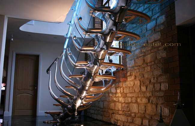 Нержавеющая сталь, стекло и массив в дизайне металлической лестницы