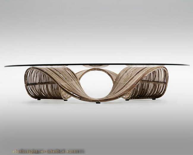 Дизайнерская мебель из массива дерева - круглый журнальный столик из гнутой древесины и стекла