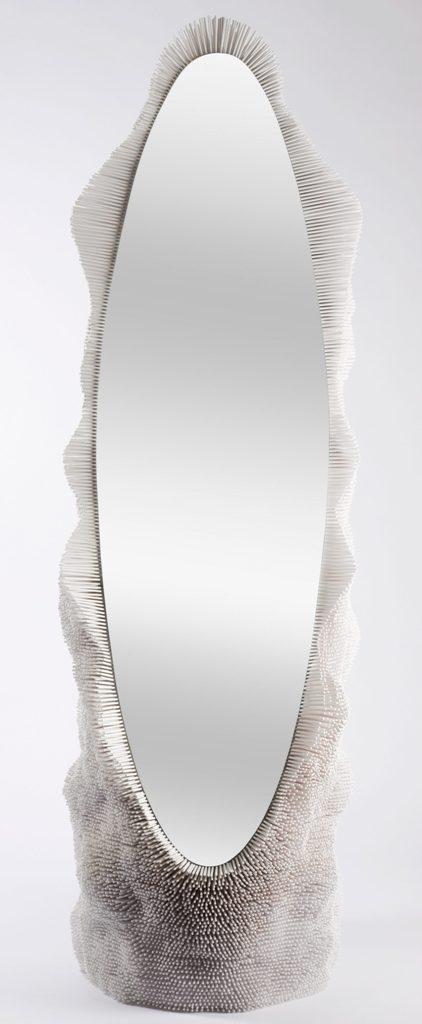 Креативная дизайнерская мебель из массива дерева - обрамление овального зеркала