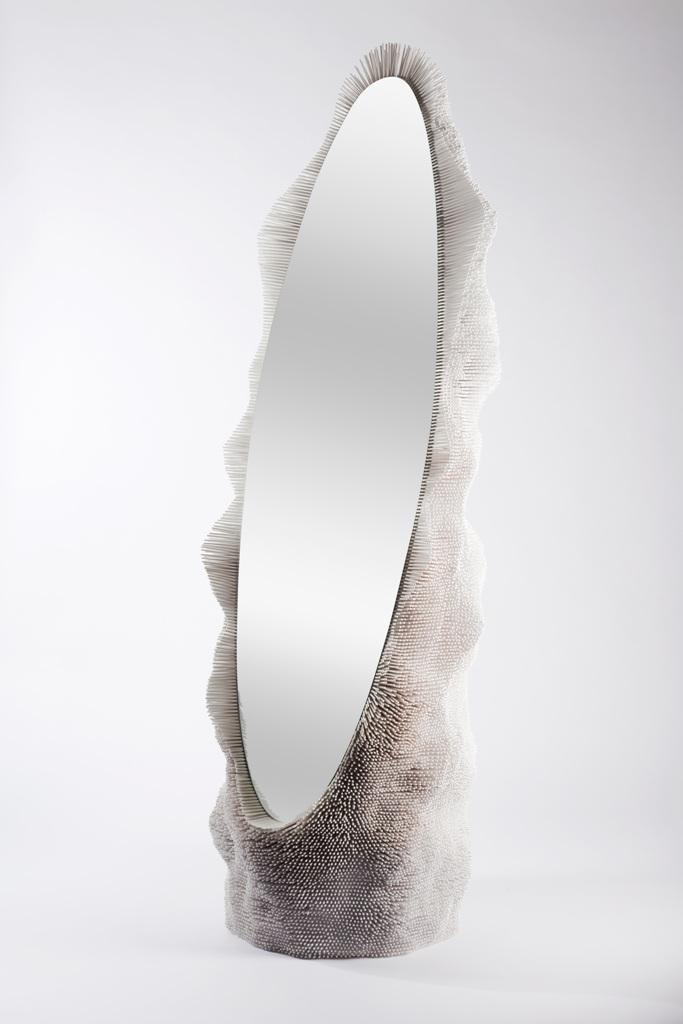 Дизайнерское обрамление для овального напольного зеркала из массива дерева