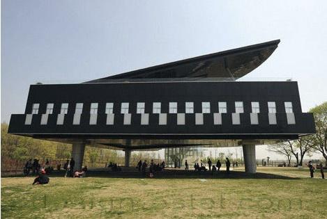 Музей города Хуайнань в Китае в виде рояля со скрипкой