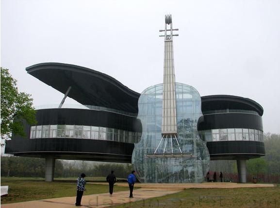 Дом пианино со скрипкой в китайской провинции