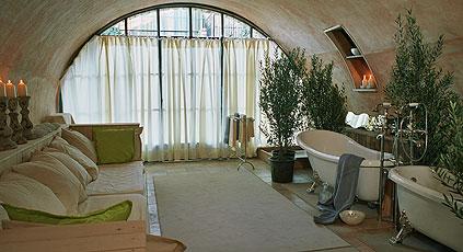 Интерьеры мини-отелей в бело-зеленой гамме в стиле этно