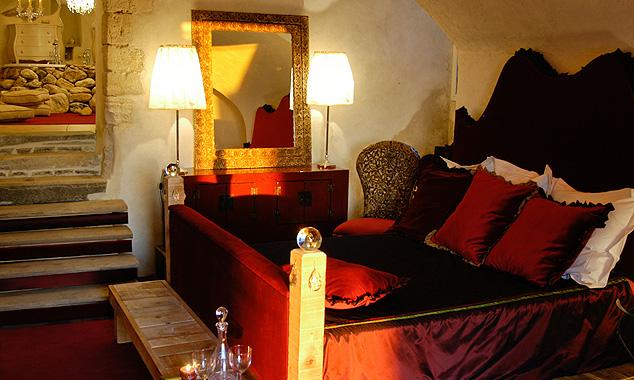 Яркие тона в дизайне интерьера мини-отеля
