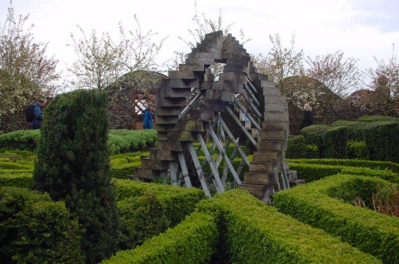 Ландшафтная скульптура в дизайне Сада космических размышлений Чарльза Дженкса