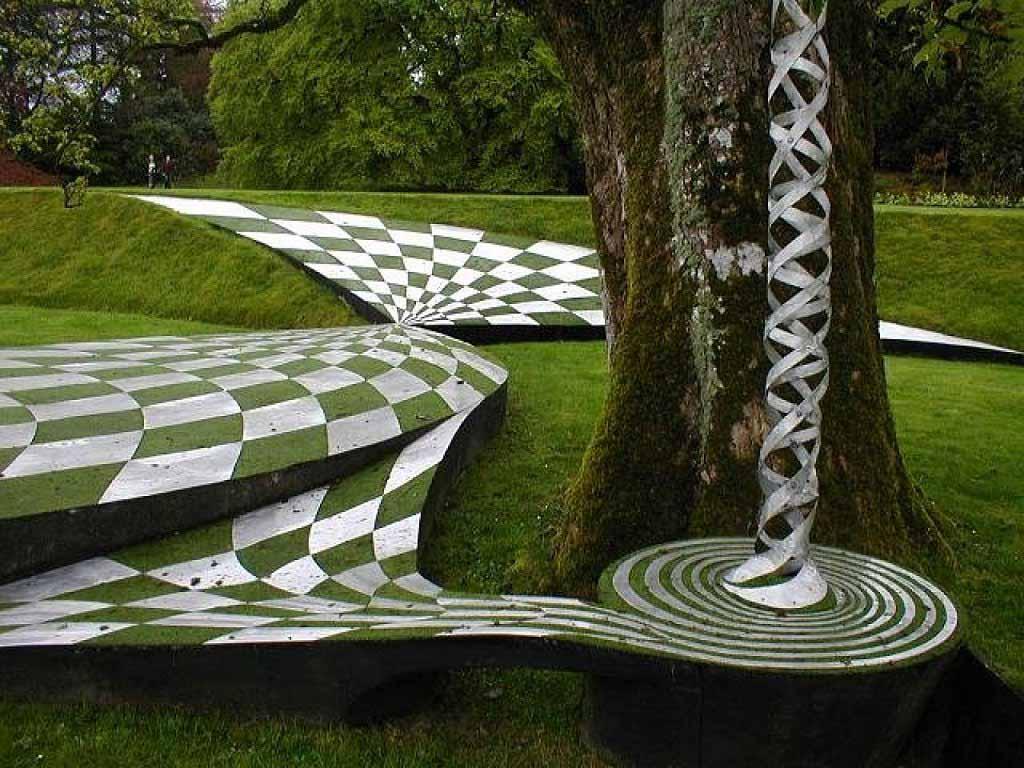 Дизайн газона в Саду космических размышлений Чарльза Дженкса