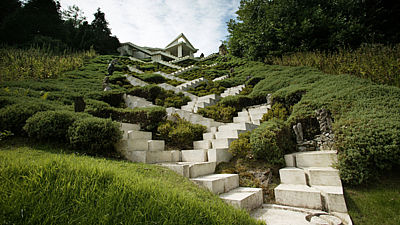 Дизайн каменной лестницы в Саду космических размышлений Чарльза Дженкса