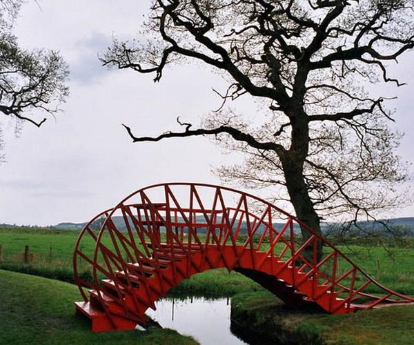 Дизайн мостиков в Саду космических размышлений Чарльза Дженкса