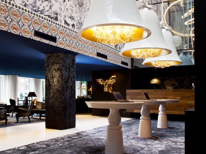 Люстры в голландском стиле в интерьере отеля Andaz от Марселя Вандерса