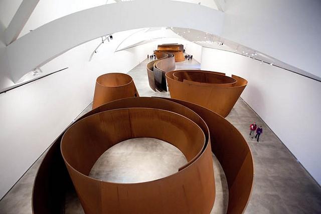 Музей Гуггенхайма в испанском Бильбао внутри