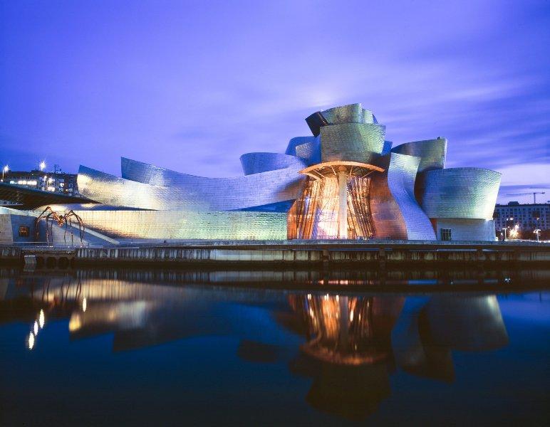 Музей Гуггенхайма в Бильбао (Испания) - проект архитектора Фрэнка Гери